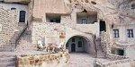 Пещерный отель в Иране