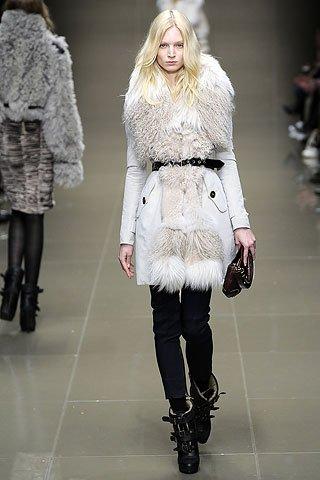 Модные пальто осень-зима 2010-2011 от Burberry Prorsum