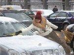 Ледяной плен: как очистить автомобиль от снега и наледи?