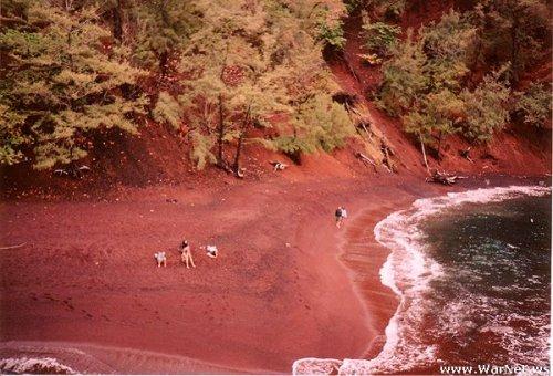 Удивительные цветные пляжи